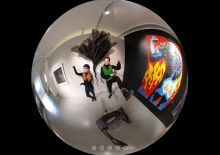 Humakin opiskelijat Katariina Nikkilä ja Anita Savolainen toteuttivat 360-virtuaalikierroksen Jyväskylän taidemuseon näyttelyyn toukokuussa 2020