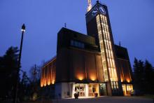 Harjun torni ja Vesilinna iltavalaistuksessa marraskuussa