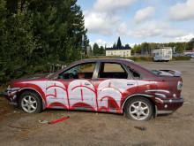 Hylätty töhritty auto