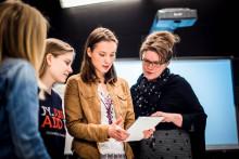 Opiskelijat tekevät ryhmätyötä Jyväskylän yliopistossa