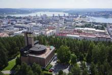Kesäinen Jyväskylän maisema avautuu Harjulta