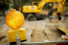 Keltainen valo rakennustyömaalla