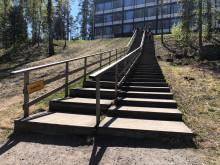 Kilpisen koulun lähiliikuntapaikan portaat