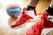 koripallo, jalat ja urheilukengät