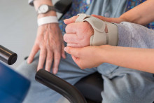 Kuntoutujan kädet osastofysioterapiassa