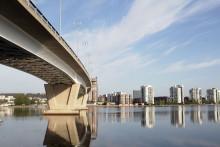 Kuvassa on Kuokkalan silta ja Lutakko