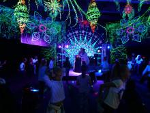 Lasten Lystin Loistodiskossa tunnelmaa luo Flowers of Life -kollektiivin UV-koristelu