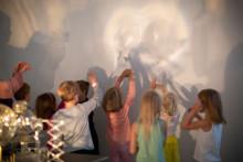 Lapset katsovat teosta, Haanperä Jari Projektor B