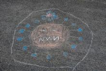 Liiduilla asfalttiin piirretty koronavirus