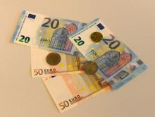 Rahaa pöydällä