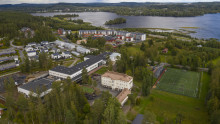 Mankolan yhtenäiskoulu ilmasta kuvattuna