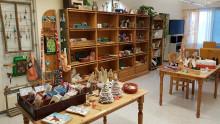 Asiakkaiden tekemiä jouluisia tuotteita toimintakeskus Passelissa