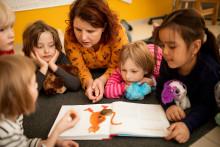 Hyvä ja toimiva lapsen ja varhaiskasvattajan välinen vuorovaikutus tukee lapsen yksilöllistä kehitystä ja kasvua.