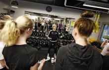 KouluPT tekemässä liikunnanohjausta