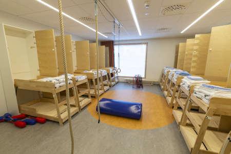 Lepohuoneesta tulee leikkihuone, kun kerrossängyt sujautetaan kaappeihin piiloon